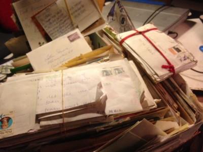 Ohemult stora mängder brev.
