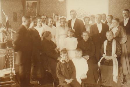 Hälften av alla människorna på bilden är min farmors syskon.