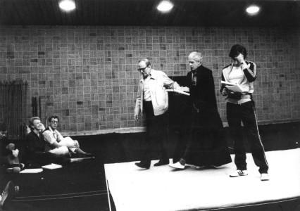 Kung Lear-repetitioner 1983. Från vänster Per Mattsson, Margaretha Byström, för mig okänd man, Ingmar Bergman, Per Myrberg och så Tomas Pontén.