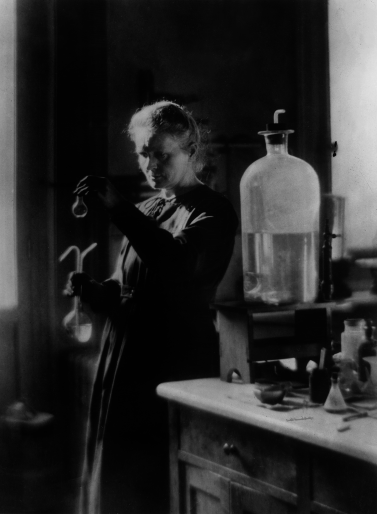 Marie Curie i labbet 1910.