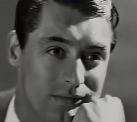 Sammets-Cary … med den där fåniga handen på hakan-posen!
