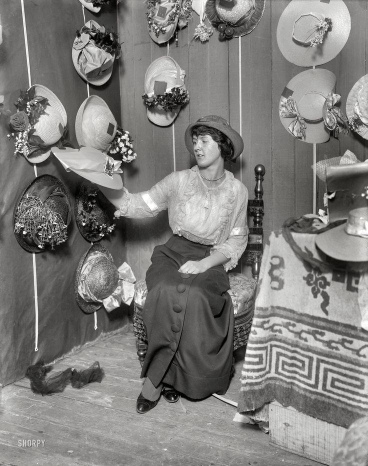Modist med ärmreflexer, 1914.