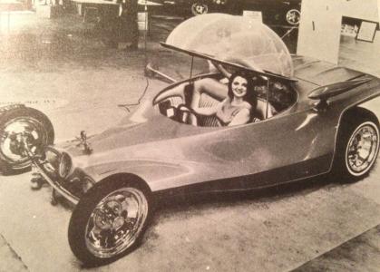 """Ed """"Big Daddy"""" Roth skapade 1964 bilen """"Road Agent"""". Ostkupan på toppen är för att man inte ska förstöra frisyren och precis bredvid ratten finns en liten tv som kan roa så att man inte somnar som på en vanlig tennismatch."""