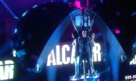 Alcazar kom ut ur något som på påminde om ABBAs helikopter.