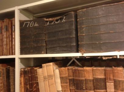 Smällfeta böcker. (När bokbindarna plötsligt skulle få betalt per beställning och inte per band, blev böckerna så här otympliga.)
