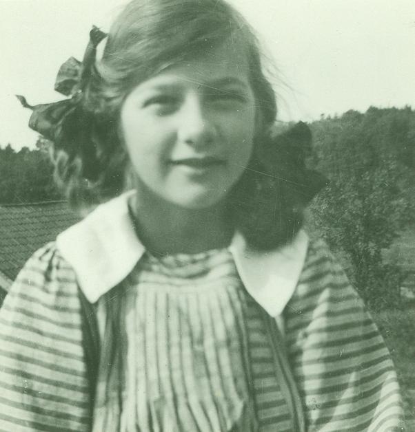 Denne Richard Berg hade en dotter som hette Maja (1899–1993), och hon såg ut så här i elvaårsåldern.