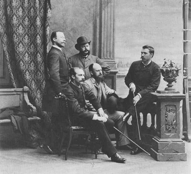 Opponenterna 1885. Mannen som sitter längst till vänster är Richard Bergh.
