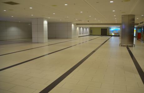 Som vanligt på flygplatser fanns i Atalya enoooorma, tomma ytor på vissa håll, medan …